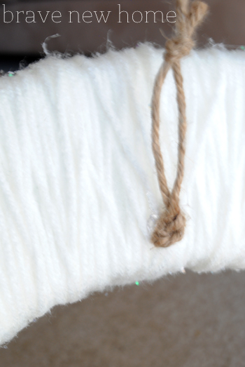 yarn_wreath_hanger