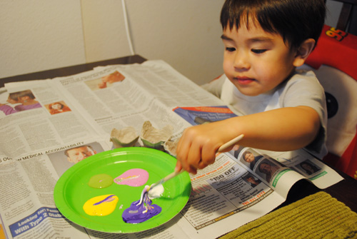 anak painting egg cartons
