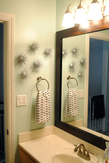 sea urchins on bathroom wall