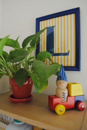 pothos on book shelf